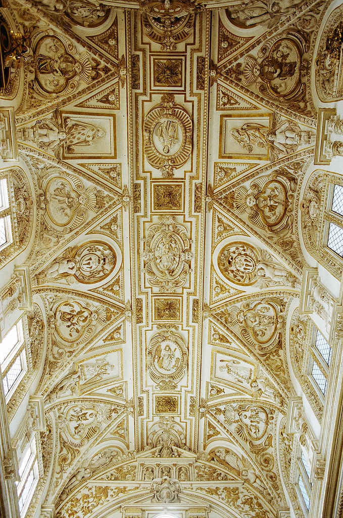 sh23.1-gold-ceiling